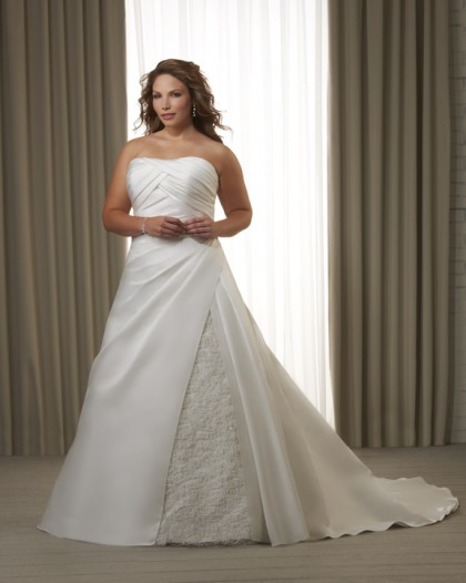 Plus Size Wedding Gowns Las Vegas: Structured gowns are available ...